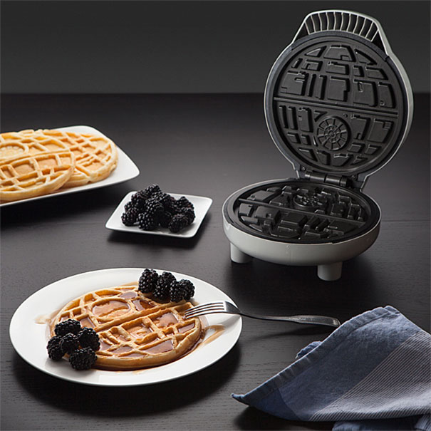 star-wars-waffle-iron-think-geek-2