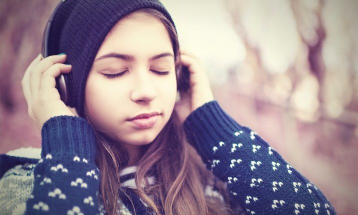young-girl-with-headphones-e1455822299572