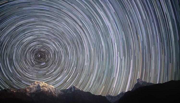 Earth_Rotation_(Nepal,_Himalayas)