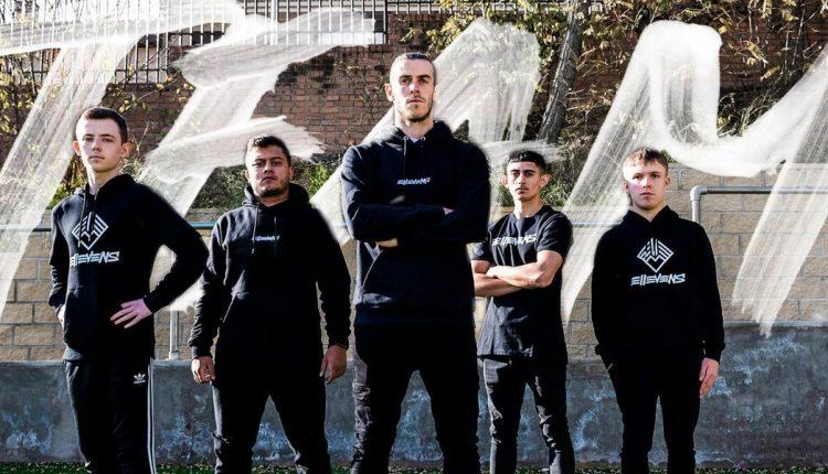 Gareth-Bale-junto-jugadores_1324677531_335014_1440x600