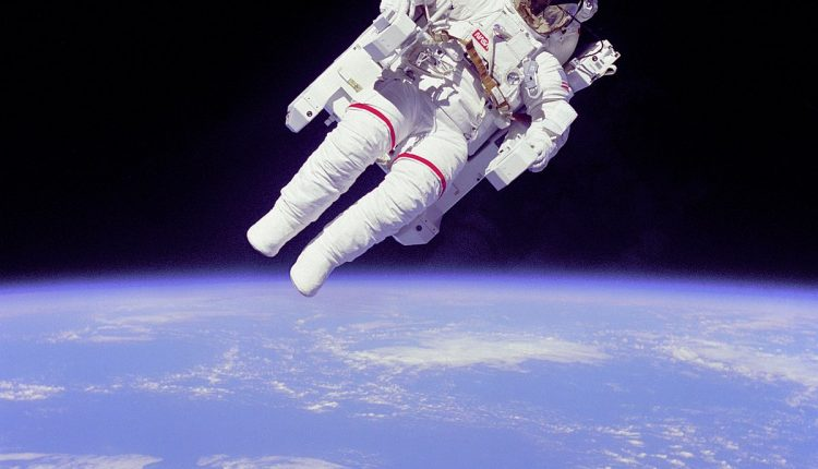 1200px-Bruce_McCandless_II_during_EVA_in_1984