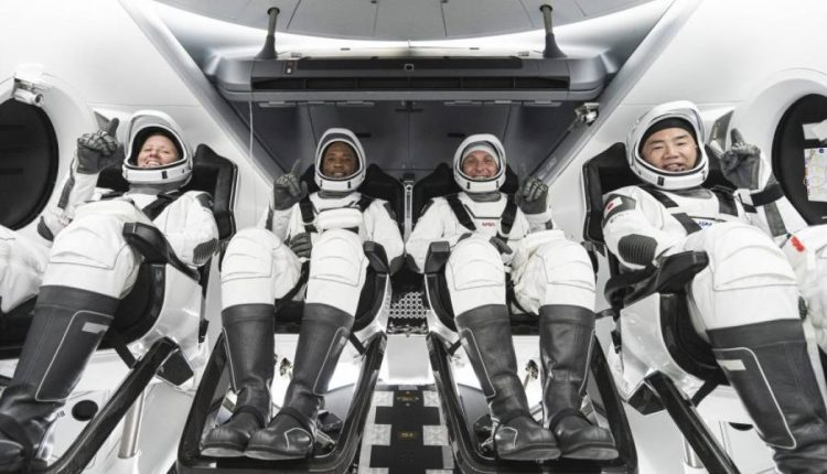 astronautasdelcr-9828fc82382129a9dc35042ca6012585-1200×600