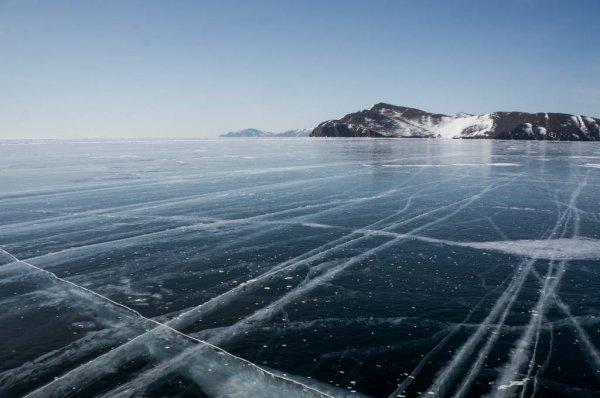 depositphotos_170897790-stock-photo-landscape-with-frozen-sea