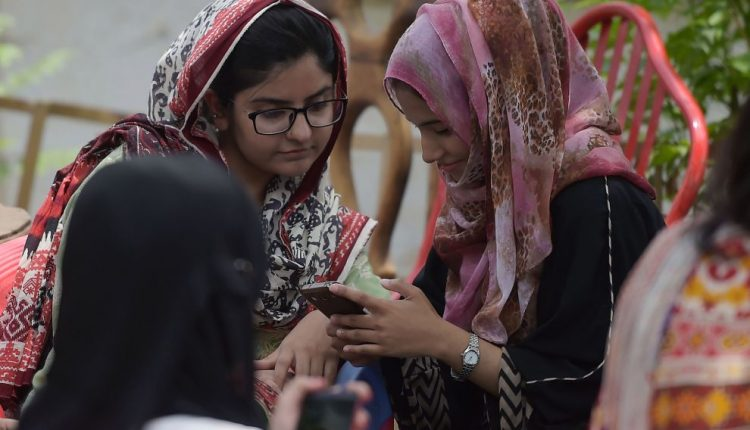 PAKISTAN-ELECTIONS-YOUTH-TECHNOLOGY