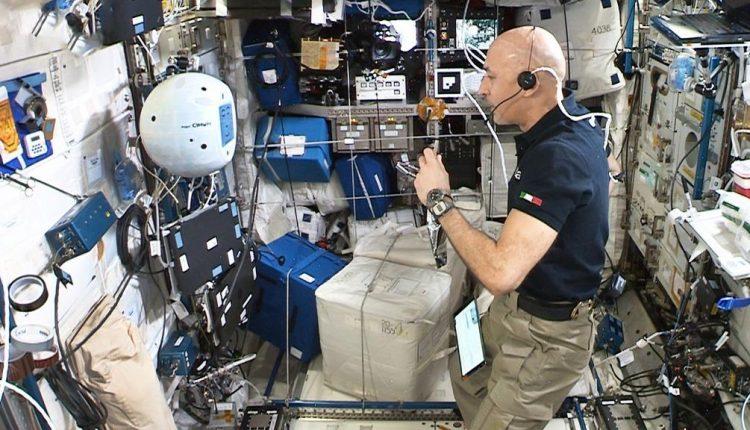 Picture-Cimon2&LucaParmitano-Copyright-NASA-ESA