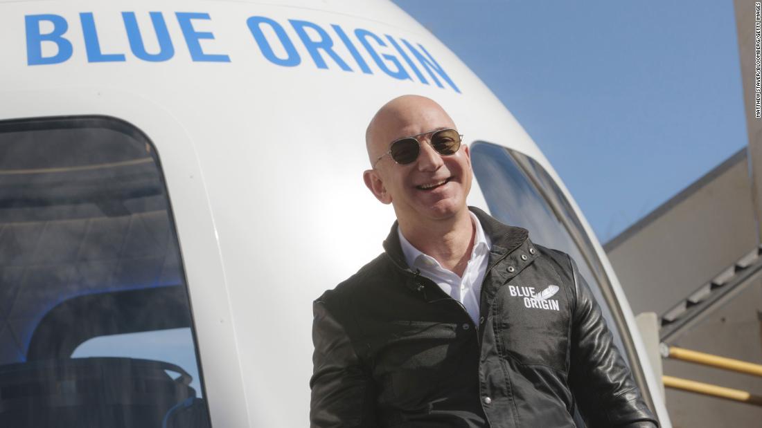 Blue Origin: Jeff Bezos viajará hasta el espacio exterior el próximo mes -  TEC