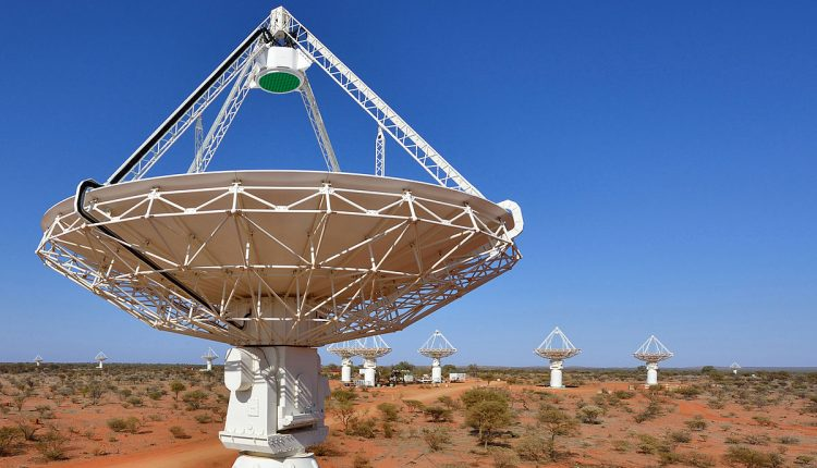 1200px-CSIRO_ScienceImage_2161_Close_up_of_a_radio_astronomy_telescope_with_several_more_in_the_background